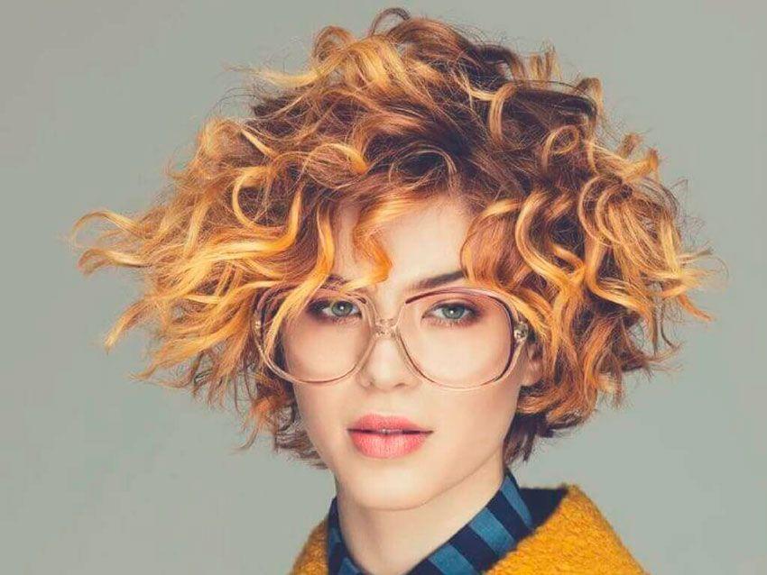 Corte de pelo rizado mujer corto